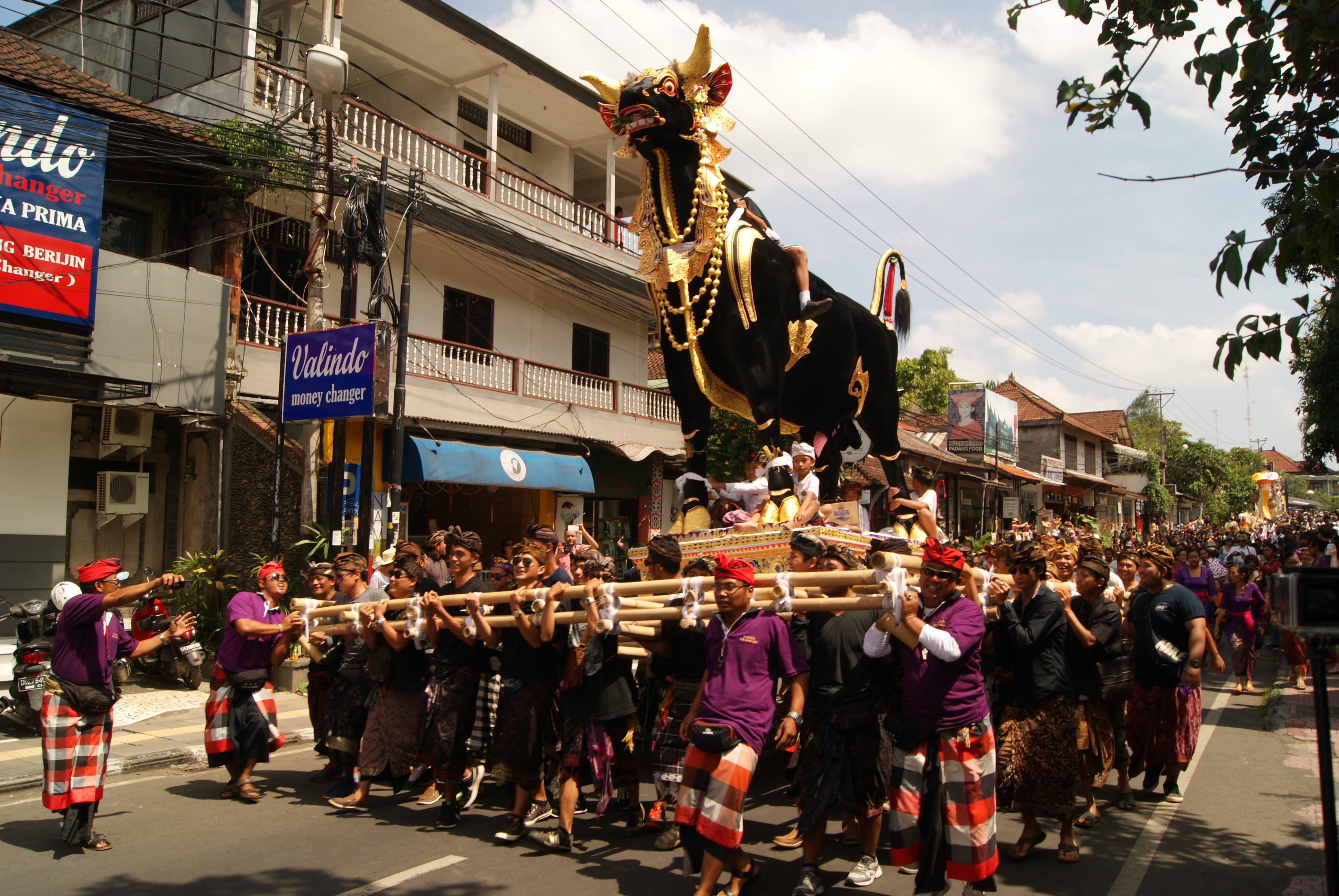 Things to do in Ubud Bali - A Royal Cremation Parade