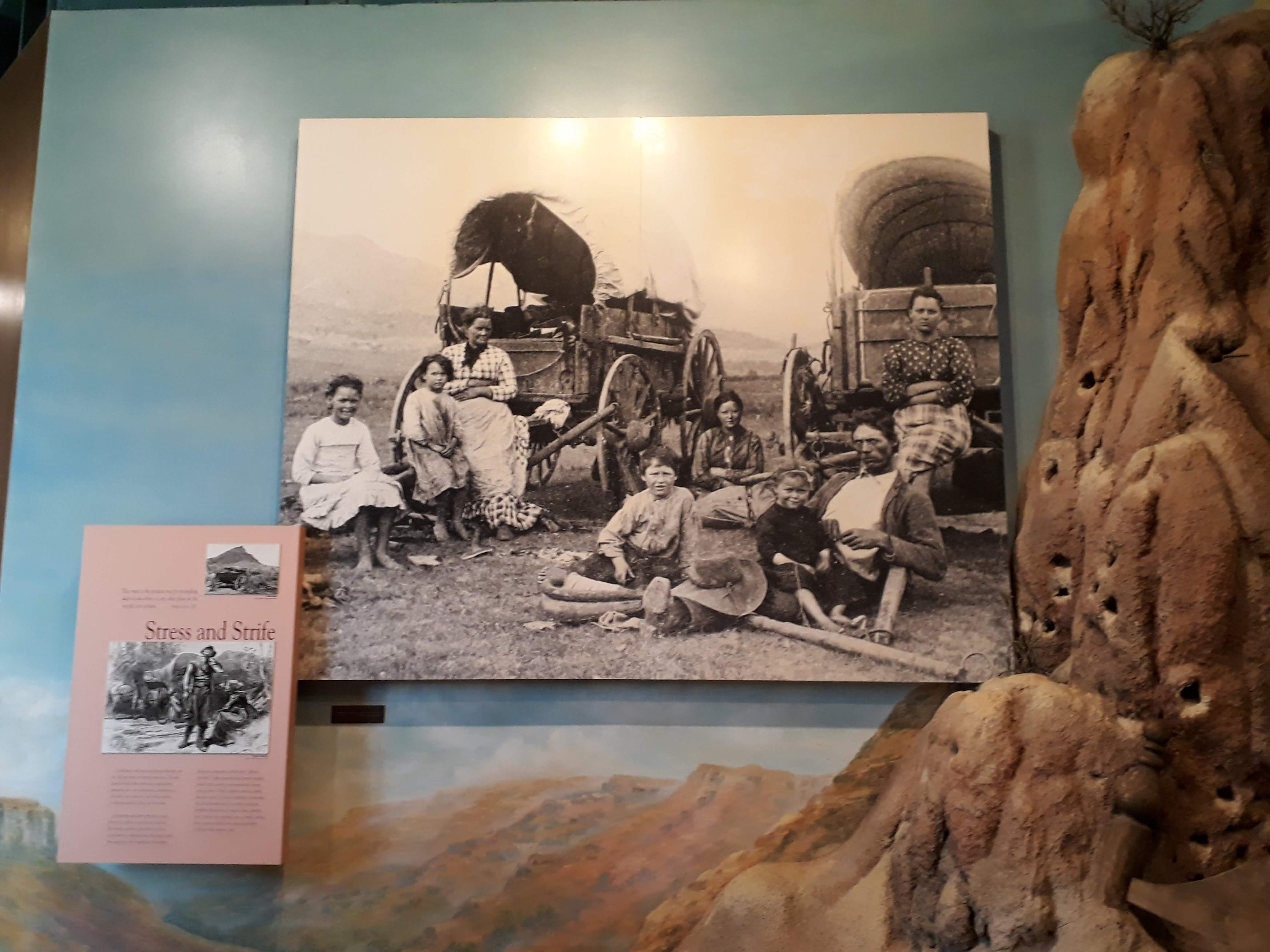 Oregon Trail Interpretive Center - Photo Of Settlers